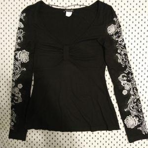 Venus Black Vneck Top w/Printed Sleeves. Size XS